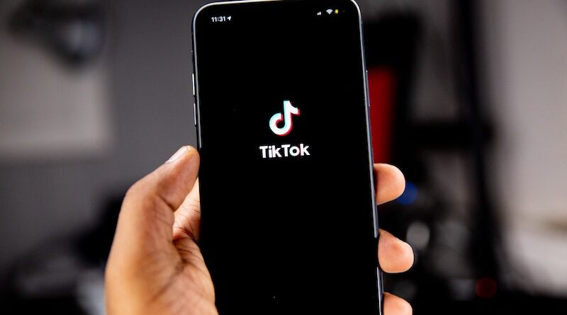 Teens turn to TikTok to learn about race